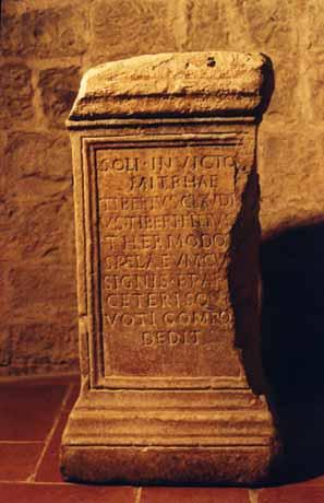 antico altare dedicato al dio Mitra